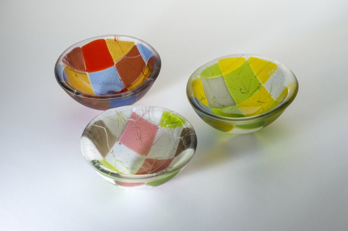 Group of 15cm bowls in different colourways.